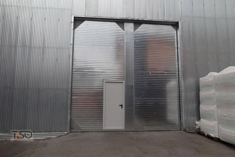 откатные ворота противопожарные с входной дверью
